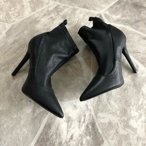 Shoes - NWOT black pointed heels